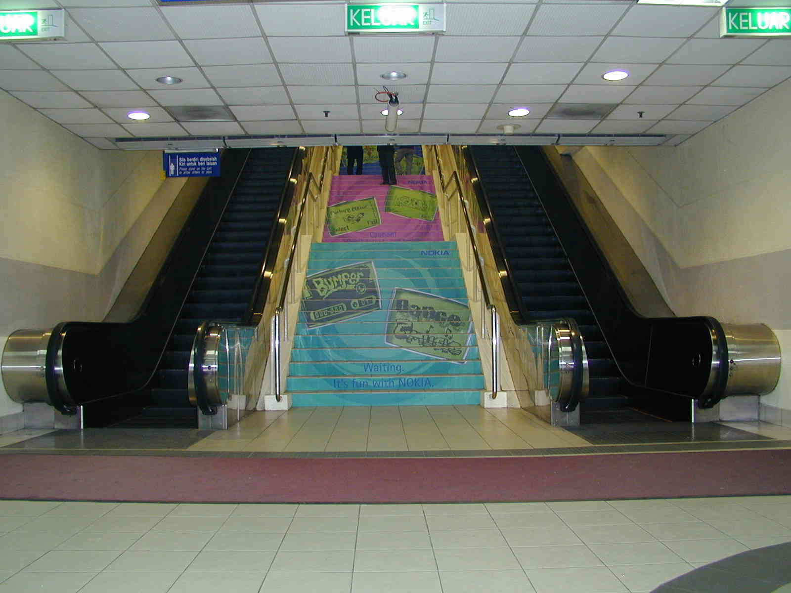 MACscreen 8129 R + 8199 P - NOKIA - train station stairs004.jpg