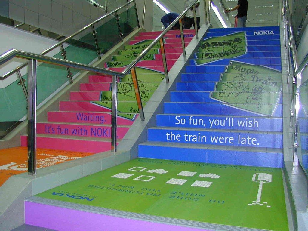 MACscreen 8129 R + 8199 P - NOKIA - train station stairs022.jpg